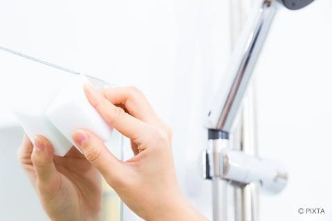 メラミンスポンジでお風呂の鏡掃除