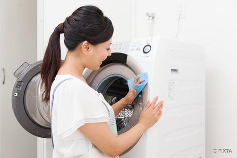 ドラム式洗濯機のフチを拭き掃除