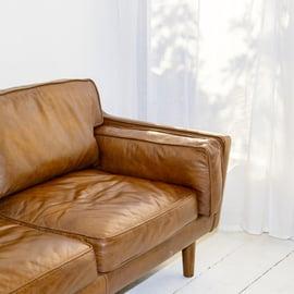 革のソファ