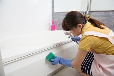 浴槽のエプロンの掃除