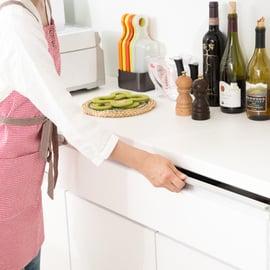 キッチンの背面カウンター収納