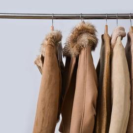 コートはクリーニングに出すべき?料金の目安はどれくらい?