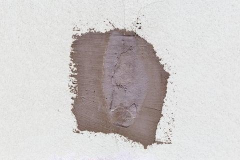壁の穴の修理