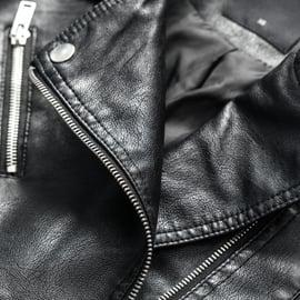 革ジャンのカビの取り方|レザーの拭き取り方や手入れのコツは?