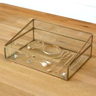 ガラスと真鍮でできたジュエリーボックス