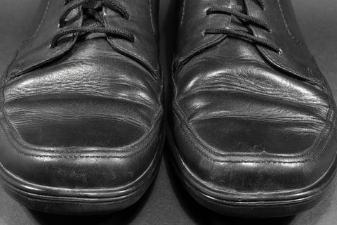 革靴の寿命は何年?交換時期の判断基準は?