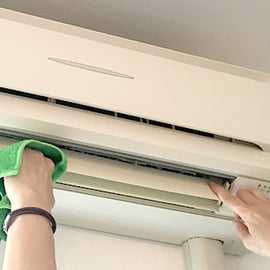 エアコンの拭き掃除