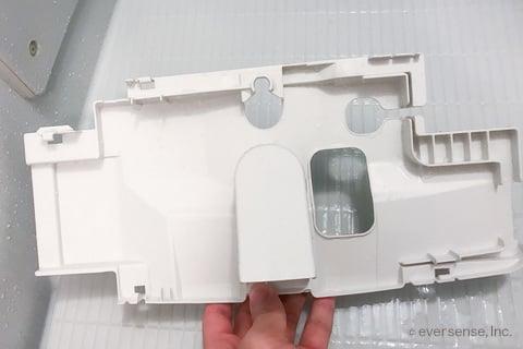 トイレタンクの内ブタ掃除後(裏)