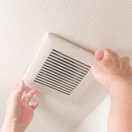 換気扇が臭い!匂いの原因や取り方は?止めると臭いときは?