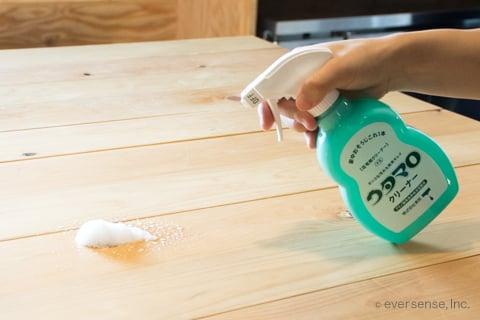 ウタマロクリーナーでテーブル掃除