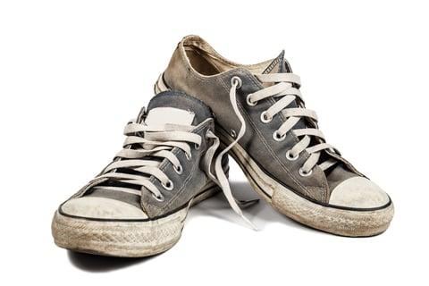 靴 スニーカー 汚れ