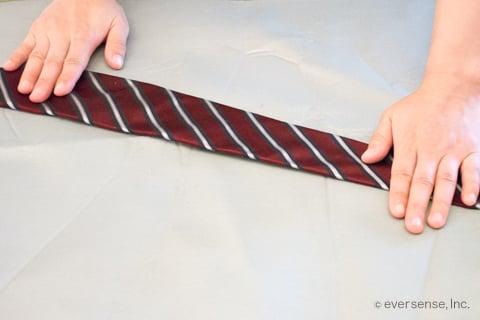 ネクタイにアイロン