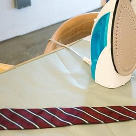 ネクタイのアイロンがけの方法!シワを伸ばすコツや注意点は?