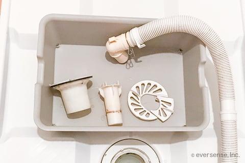 洗濯機の排水トラップのパーツ