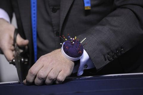 針山 ピンクッション 腕 手芸 裁ちバサミ 裁縫