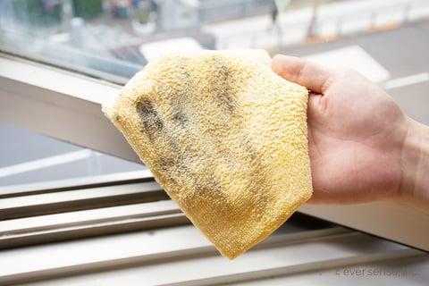 窓サッシの汚れ