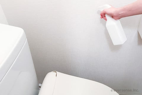 トイレの壁をクエン酸で掃除