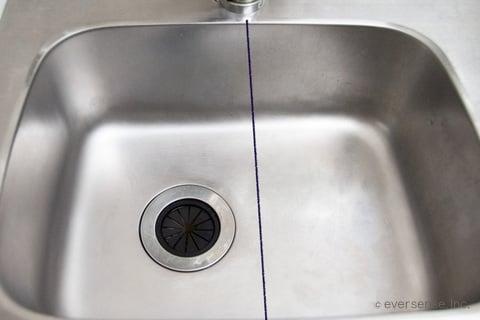 シンクの半分に撥水加工