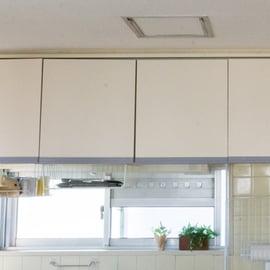 キッチン吊り戸棚の収納おすすめ10選!何をどう入れる?
