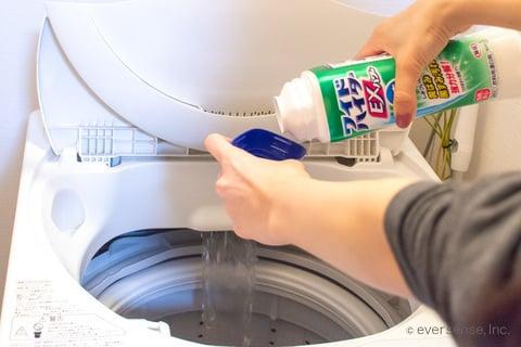 ワイドハイターを洗濯機に入れる