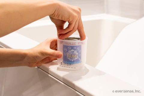 お風呂の防カビくん煙剤の缶を入れる