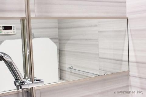 お風呂の鏡を掃除する