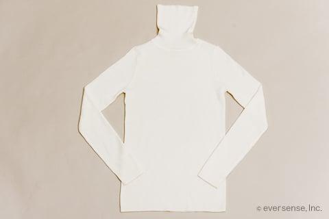セーターのたたみ方 手順1