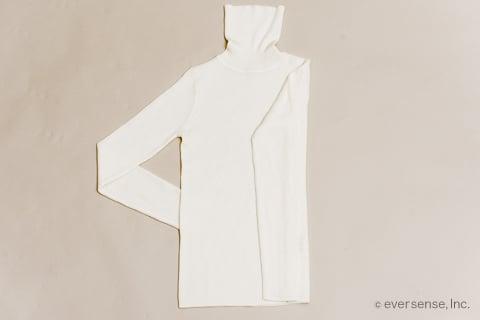 セーターのたたみ方 手順2