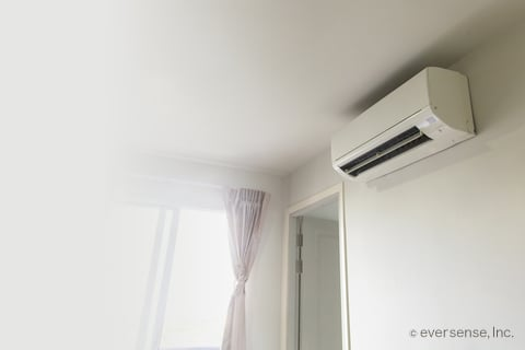 エアコン 窓 洋室