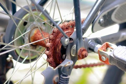 自転車の錆びたチェーン
