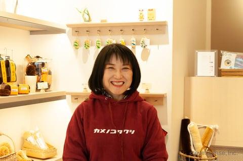 亀の子束子谷中店 店長の志垣さん