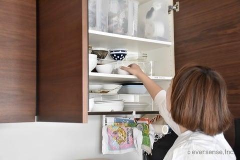 水谷さん 食器棚の整理