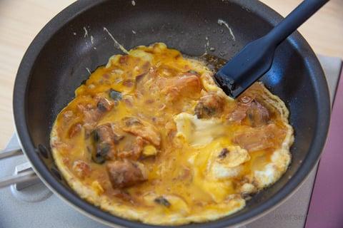 さば缶 レシピ さば味噌とろたま丼 フライパンで炒める