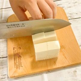 豆腐 もやし レシピ 豆腐ともやしのチャンプルー風 豆腐をカットする