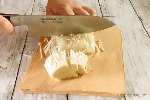 豆腐 えのき レシピ 豆腐のえのきがけ えのきを切る