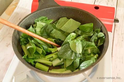 豆腐 小松菜 レシピ 豆腐と小松菜のサラダ 小松菜を炒める