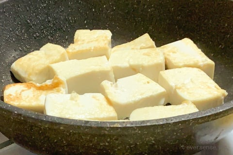 豆腐 レシピ 豆腐の照り焼き 豆腐の両面を焼く