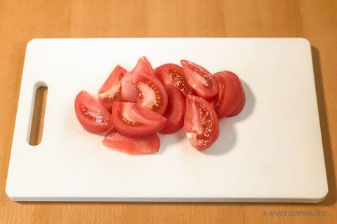 卵 トマト レシピ 卵とトマトの中華炒め トマトをくし方に切る