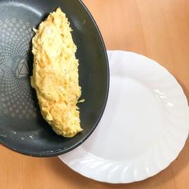 卵 もやし レシピ もやしあんかけのオムレツ オムレツを取り出す