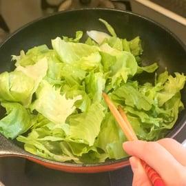 卵 レタス レシピ レタスと卵のさっぱりポン酢炒め レタスを炒める