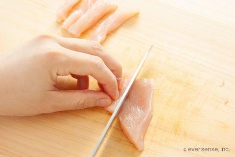 むね肉 ピーマン 時短 レシピ 鶏むね肉を細切りする