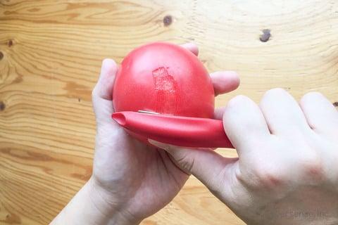 ビクトリノックス ユニバーサルピーラー トマトの皮むき