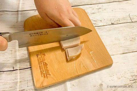 玉ねぎ キャベツ スープレシピ 玉ねぎとキャベツのミルクスープ ハムを短冊切りする