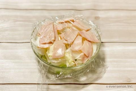 玉ねぎ キャベツ スープレシピ 玉ねぎとキャベツのミルクスープ 耐熱容器に材料を入れてレンチンする
