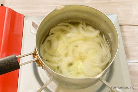 玉ねぎスープレシピ シンプルオニオンスープ 煮込む