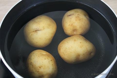 じゃがいもの茹で方 洗って鍋に入れて火にかける