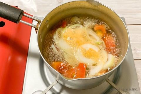 玉ねぎ トマト スープ レシピ 玉ねぎとトマトのあっさりスープ 煮る