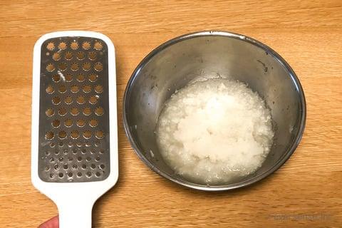 大根 キャベツ レシピ キャベツステーキのおろし大根ソース 大根をすりおろす
