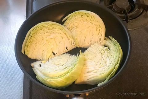 大根 キャベツ レシピ キャベツステーキのおろし大根ソース キャベツを焼く