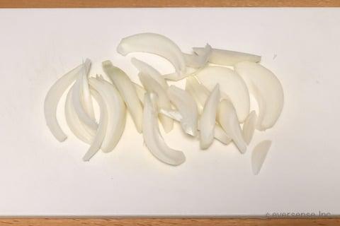 大根 玉ねぎ レシピ 大根と玉ねぎの塩煮 玉ねぎをくし切りする